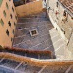 Empinadas calles en el barrio medieval de Tarazona