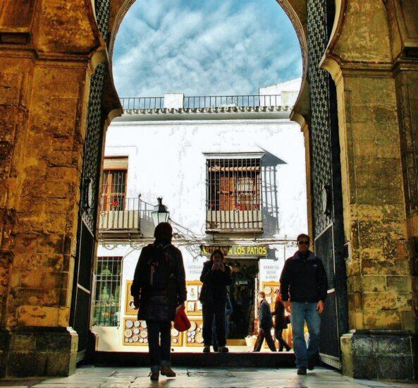 Puerta del Perdón en Patio de los Naranjos en Córdoba