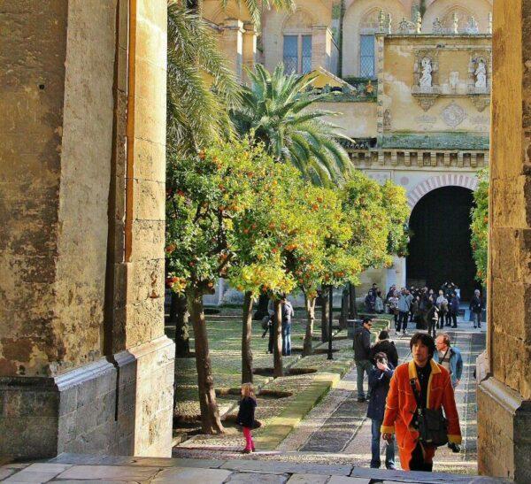 Patio de los Naranjos desde Puerta del Perdón en la Mezquita de Córdoba