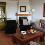 Salón del hotel rural Villa Mencía en Corullón, en el Bierzo leonés