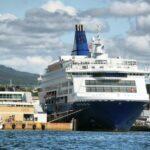 Gran barco de crucero en el puerto de Oslo