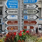 Señalizaciones en el centro histórico de Friburgo en Suiza