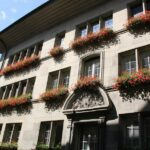 Edificio del barrio medieval de Auge en Friburgo junto al río Sarine