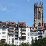 Casas colgantes en el barrio medieval de Bourg en Friburgo