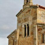 Iglesia prerrománica San Salvador de Valdediós cerca de Villaviciosa en Asturias