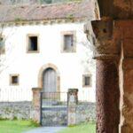 Pórtico de la iglesia de San Salvador de Valdediós en Asturias