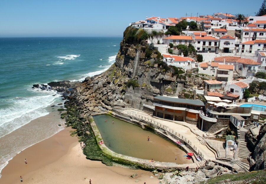 Fotos de azenhas do mar gu as viajar for Piscinas naturales en portugal