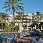 Piscina y jardines del Hotel Barceló Corralejo Bay en Fuerteventura