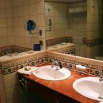 Cuarto de aseo en habitación del Hotel Barceló Corralejo Bay en Fuerteventura