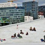 Descansando sobre la plataforma de piedra de la Opera de Oslo