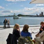 Terraza de un bar de la Opera de Oslo