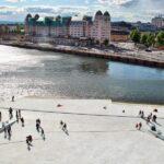 Vistas panorámicas de Oslo desde el techo de la Opera