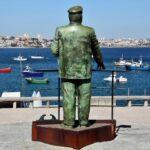 Estatua de bronce del rey Carlos I de Portugal en Cascais