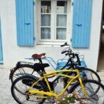 Bicicletas en la isla de Aix al oeste de Francia