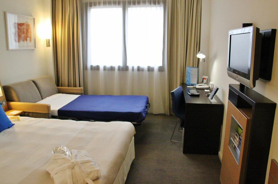 Hoteles novotel para viajar con ni os gu as viajar for Habitacion familiar madrid