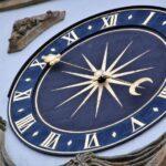 Reloj de la Puerta de Berna en Murten en Suiza