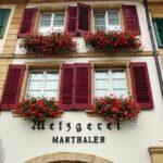 Fachada de edificio de Murten en Suiza