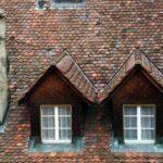 Tejado de casa de Murten en Suiza
