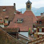 Torre del reloj del Ayuntamiento de Murten en Suiza