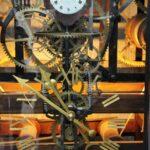 Detalle de la mecánica de un reloj en Murten en Suiza