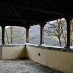 Pórtico de la iglesia románica de San Vicente Serrapio en Asturias