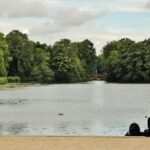 Lago de los jardines del palacio de Charlottenburg en Berlín