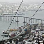 Puente de Tromso al norte de Noruega