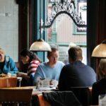 Interior de un café en Tromso en Noruega