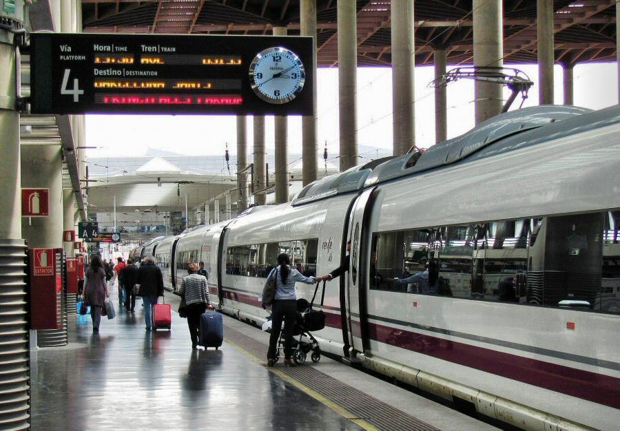 Estación de trenes AVE en Atocha en Madrid