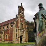 Iglesia del antiguo poblado minero de Bustiello en Asturias