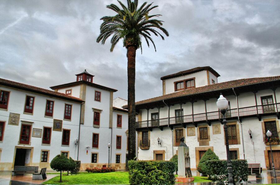 Palacios en el centro histórico de Villaviciosa