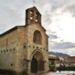 Iglesia románica de Santa María de la Oliva en Villaviciosa en Asturias
