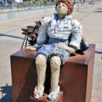 Monumento a los pescadores en el puerto de Cambrils
