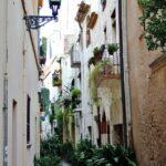 Callejón de las Flores en el centro histórico de Cambrils