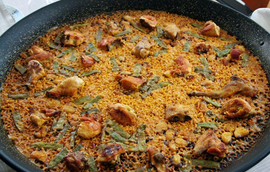 As 237 se hace la paella valenciana en el restaurante mateu de el palmar