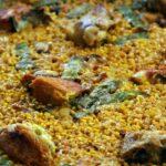Arroz suelto en la paella valenciana del restaurante Mateu