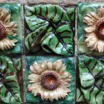 Detalle de cerámicas del Capricho de Gaudí en Comillas