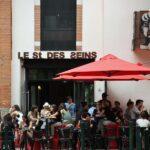 Terraza de bar en la plaza Dorada de Toulouse