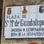 Señalización en la plaza de Santa María de Guadalupe