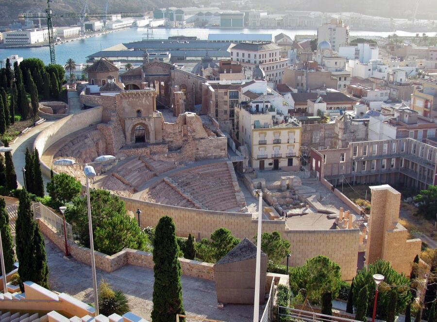 Vistas del Teatro Romano de Cartagena desde el castillo