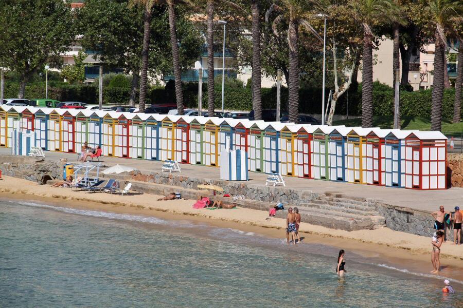 Imagenes De Baños Tradicionales:Tradicionales casetas de baño en la playa del Racó de S´Agaro en el