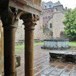 Claustro de la Abadía de Conques en Aveyron al sur de Francia
