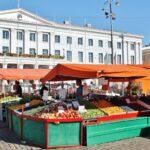 Mercadillo en la plaza del Mercado de Helsinki