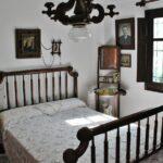 Dormitorio de la tradicional barraca valenciana en la Albufera