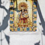 Cerámicas en la fachada de la barraca valenciana de la Albufera