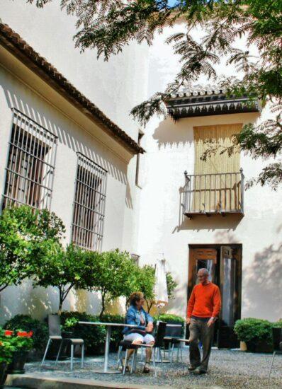 Patio en la salida del museo Picasso en el palacio de Buenavista de Málaga