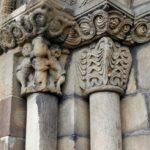 Columnas románicas de la portada de la Iglesia de Santa Eulalia de Ujo en Asturias
