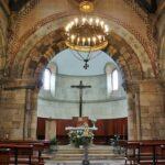 Interior de la Iglesia de Santa Eulalia de Ujo en Asturias
