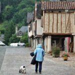 Plaza de Barry en Najac en Aveyron al sur de Francia