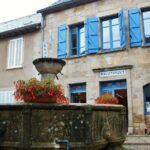 Fuente medieval en Najac en Aveyron al sur de Francia